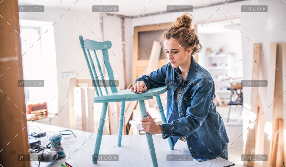 demo-attachment-18-small-business-of-a-young-woman-PKPAF3H
